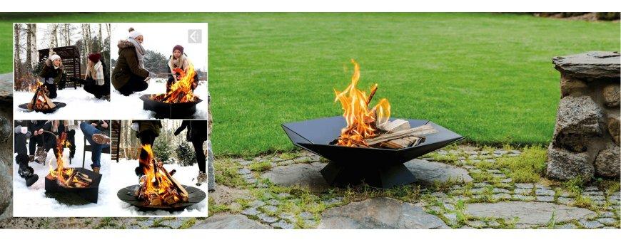 Rautainen pihatakka mahdollistaa avotulesta nauttimisin ulkosalla turvallisesti. Ulkotakassa on helppo polttaa tavallisia polttopuita.